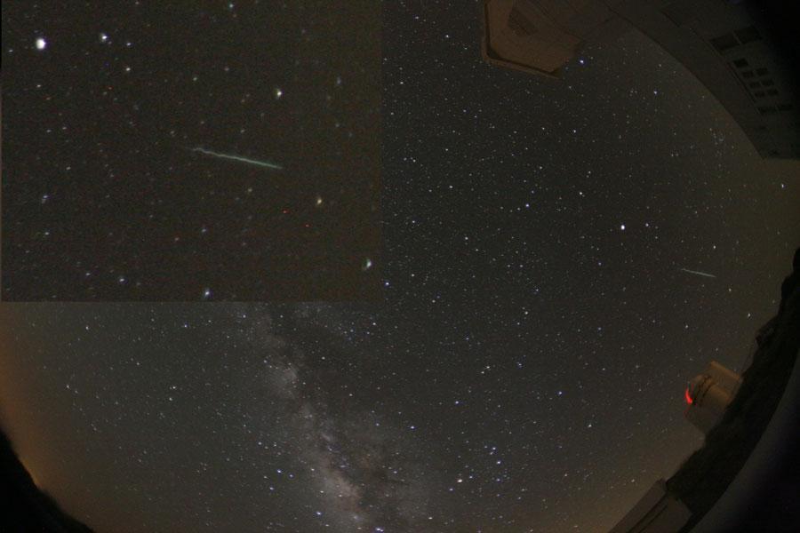 Un rastro serpenteante de meteoro sobre Tenerife