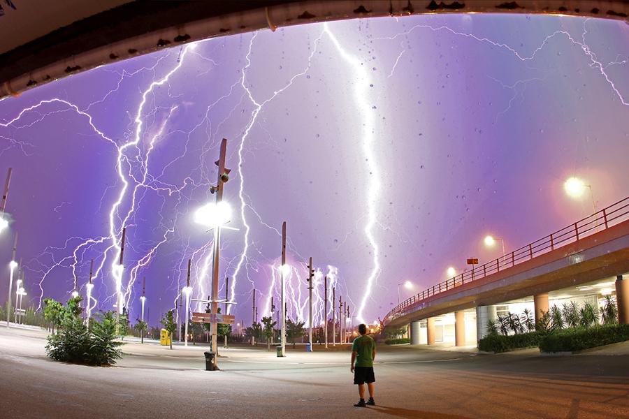 http://antwrp.gsfc.nasa.gov/apod/image/1007/lightning_kotsiopoulos.jpg