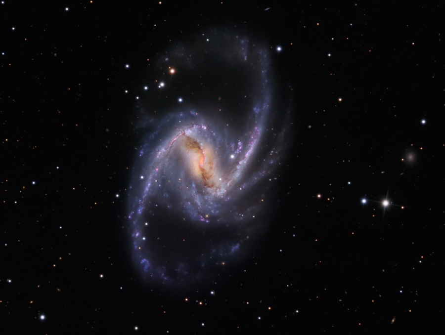 NGC 1365: Un majestuoso Universo isla