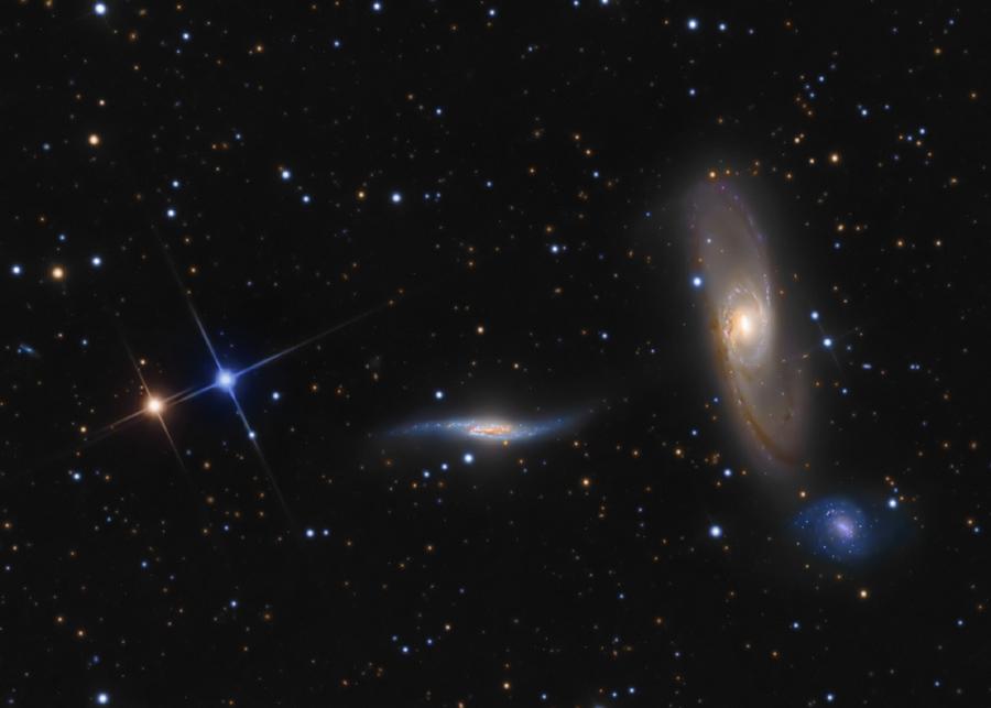 Arp 286: trío en Virgo