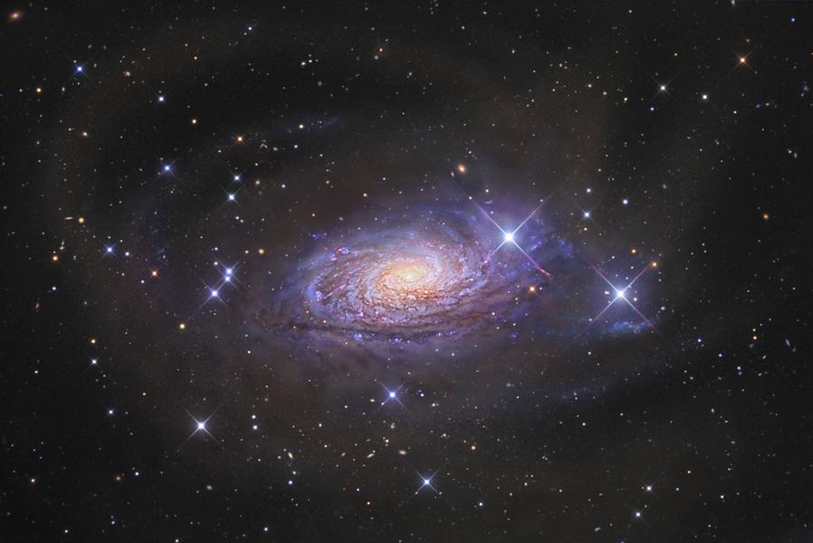 [摘译]每日天文一图 - 向日葵星系及其恒星流(2010年9月11日) - 秋天的麦兜 - 蜗牛壳
