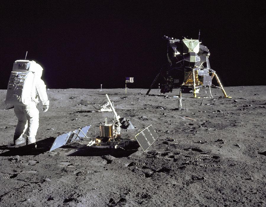 [摘译]每日天文一图 - 惊人的月震次数(2010年10月10日) - 秋天的麦兜 - 蜗牛壳
