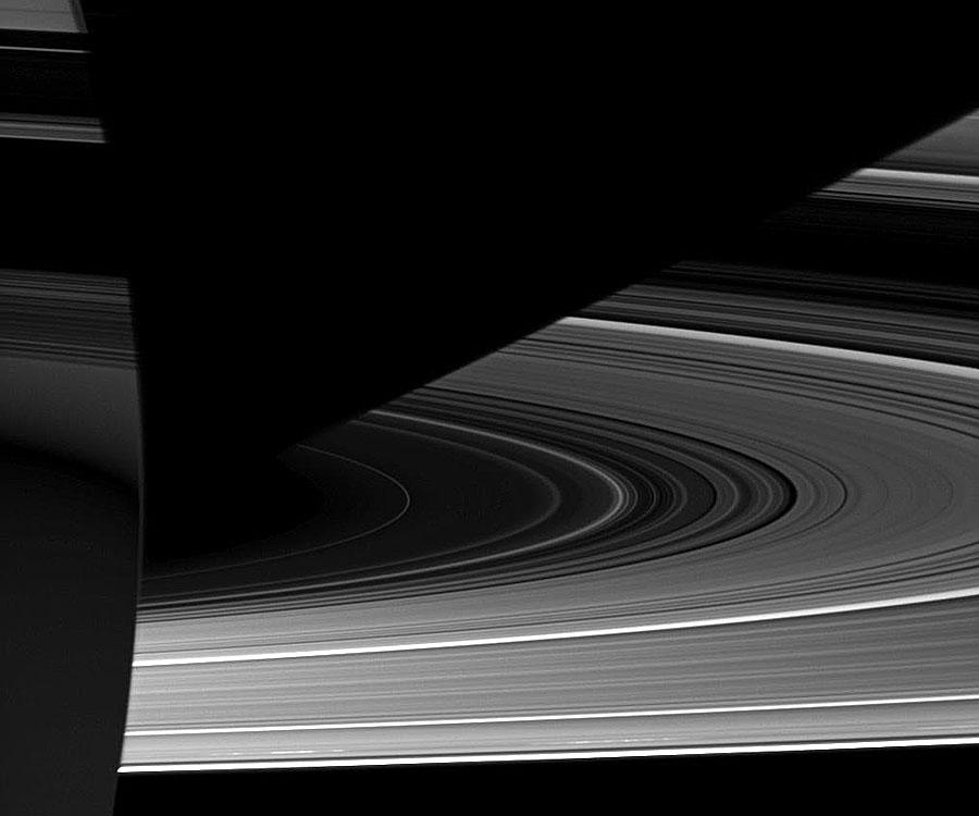 [摘译]每日天文一图 - 土星奇异的明暗条纹(2010年10月12日) - 秋天的麦兜 - 蜗牛壳