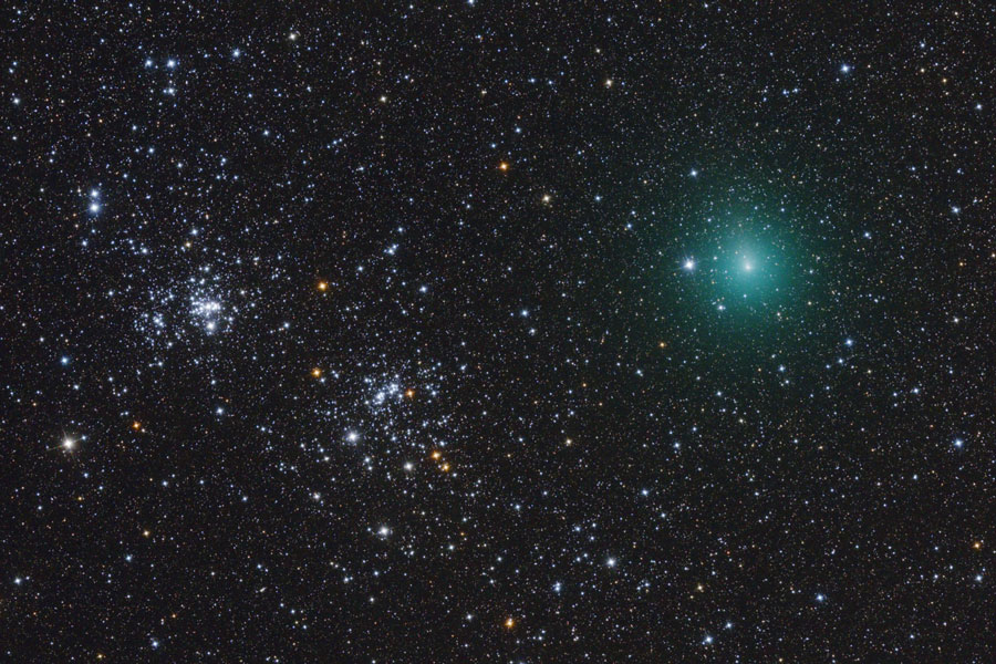 Cometa Hartley pasa por el Doble Cúmulo
