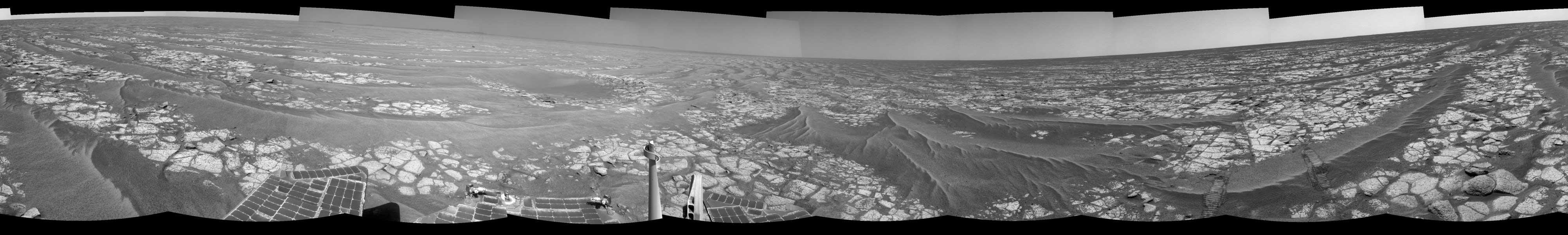 Rodando por las planicies rocosas de Marte