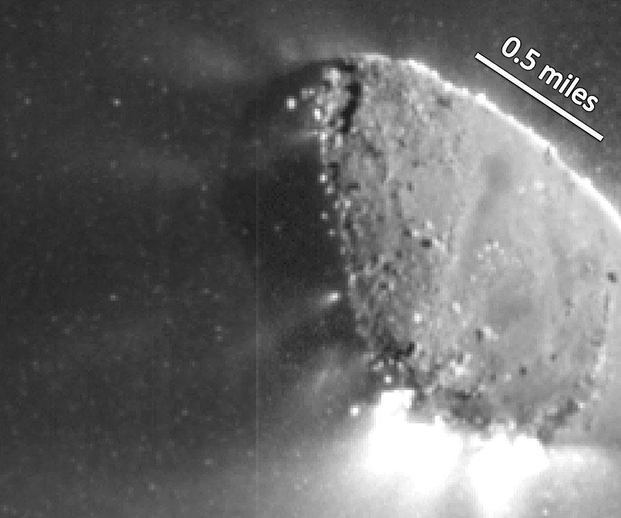 Chorros de gas y nieve del Cometa Hartley 2