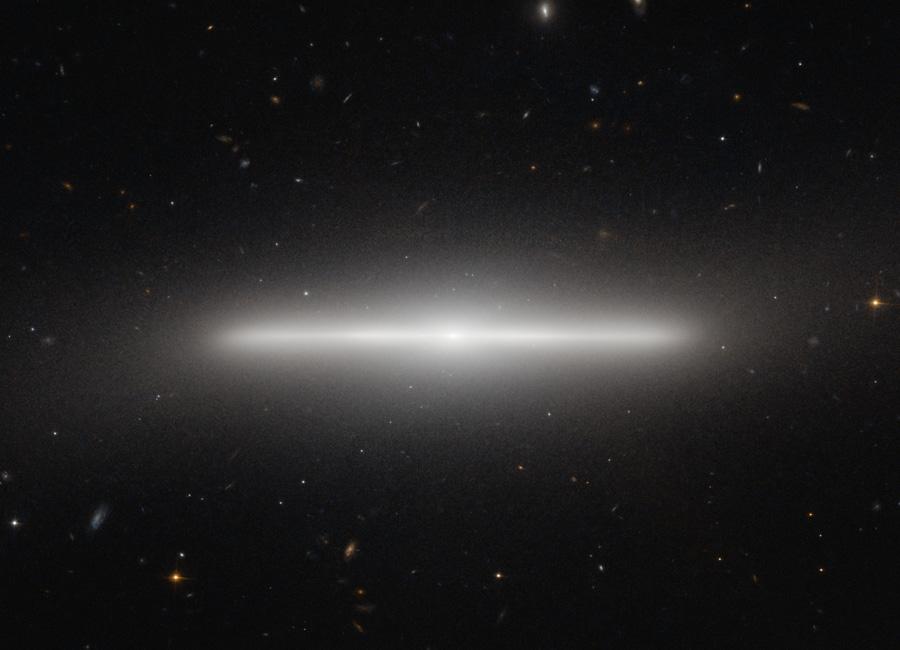 NGC 4452: Extrémně tenká galaxie