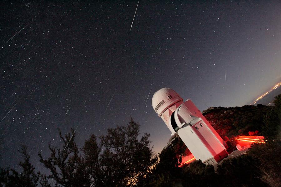 NASA:(APOD) LA FOTO DEL DIA GeminidsKPNO_harvey900
