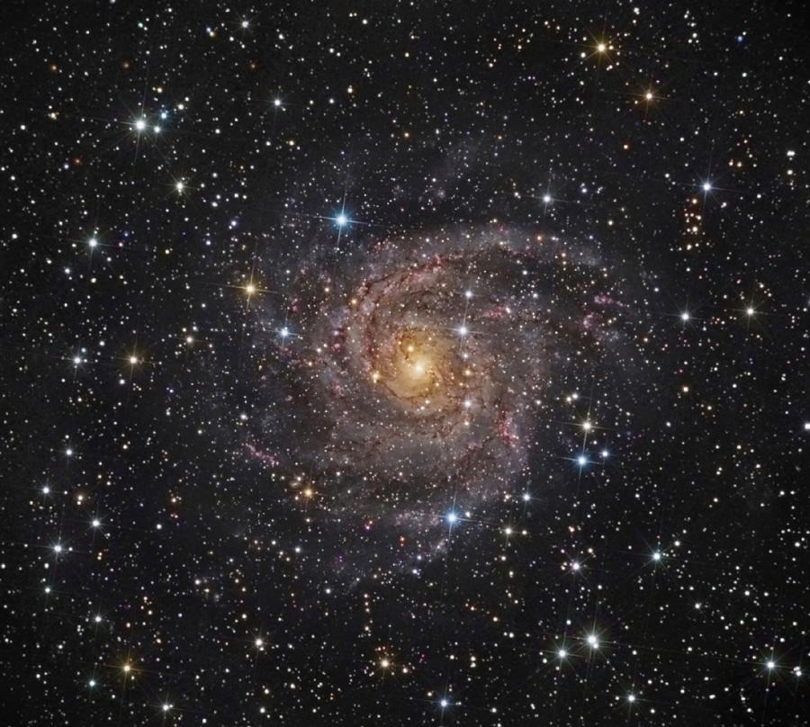 IC 342, galaxia oculta
