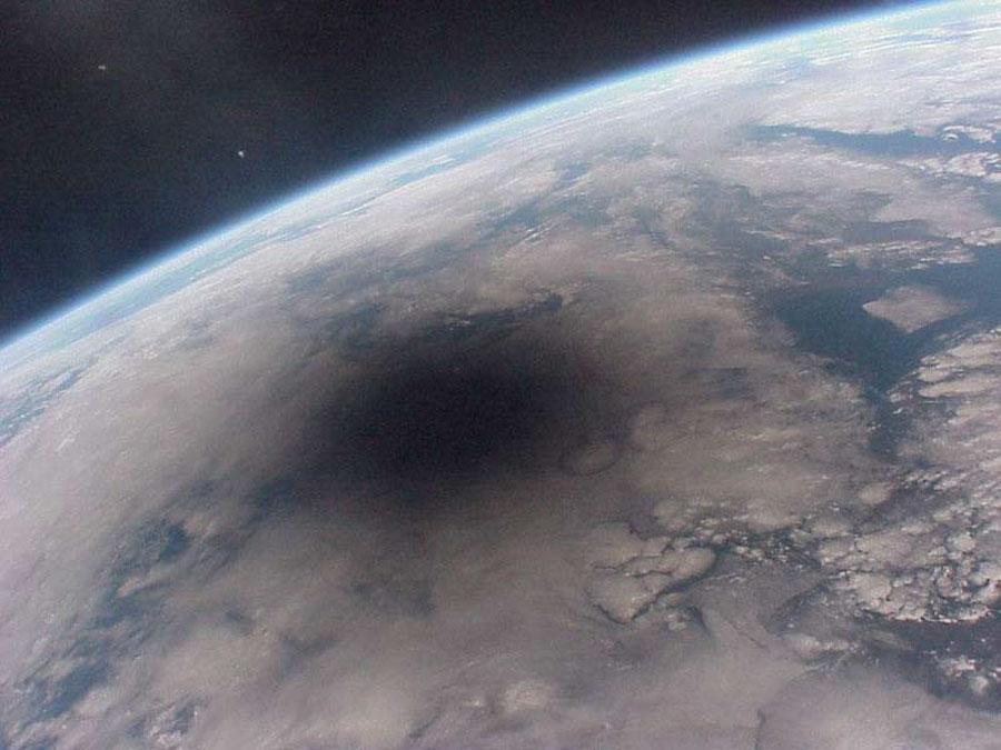 Mirando atrás a una Tierra Eclipsada