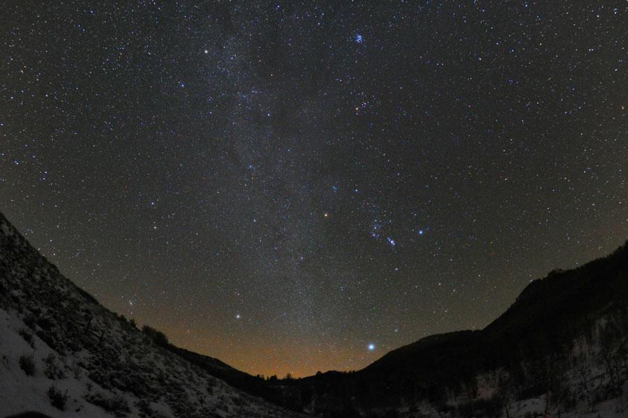 [摘译]每日天文一图 - 斯泰季克奇上空的冬季六边形(2011年1月3日) - 秋天的麦兜 - 蜗牛壳