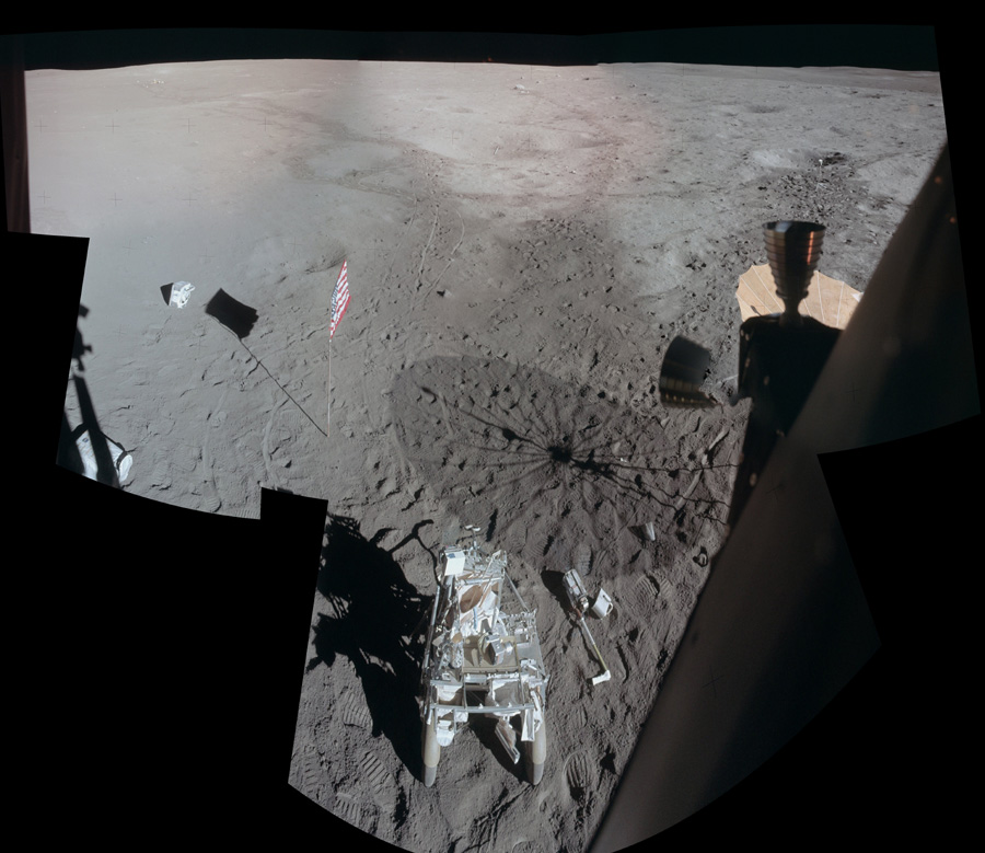 Ảnh: Mặt trăng nhìn qua module Antares của phi thuyền Apollo 14