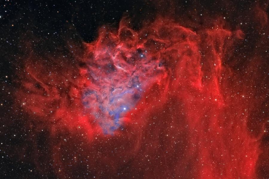 AE Aurigae y la Nebulosa de la Estrella Llameante