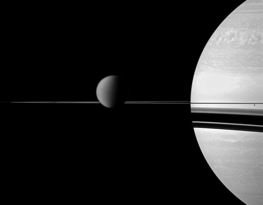 Titán, Anillos y Saturno desde la Cassini