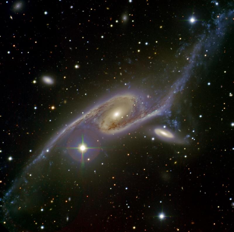 Obří galaxie NGC 6872