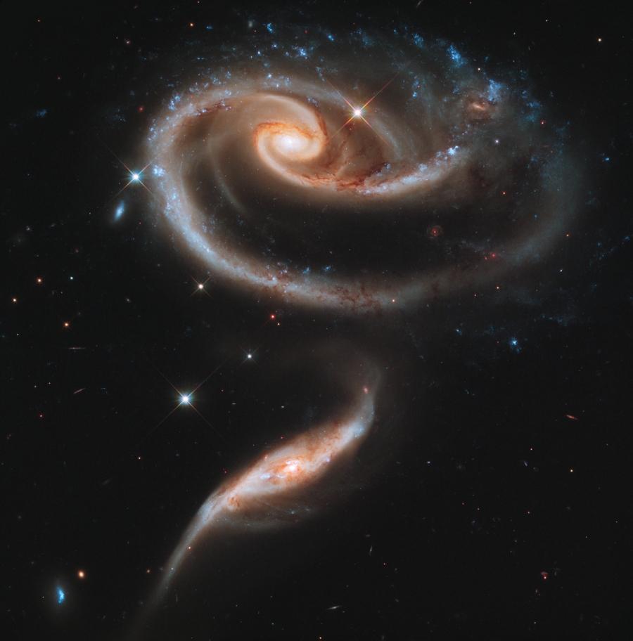 Peculiares galaxias de Arp 273