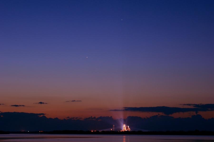 Planetas y Endeavour al amanecer
