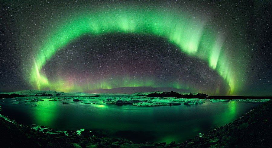 Hvězdnatá noc na Islandu
