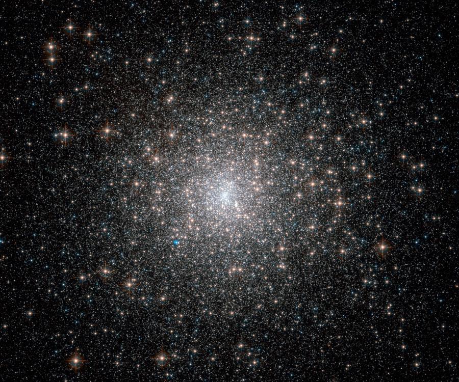 Kulová hvězdokupa M15 z Hubbla