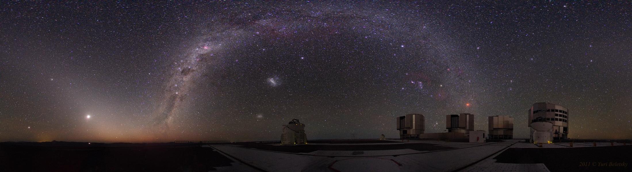 Maravillas y misterios por encima de los Telescopios Muy Grandes
