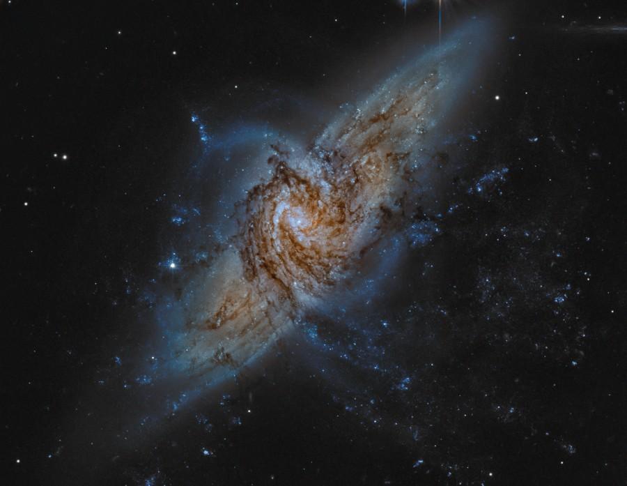 NGC 3314: Cuando las galaxias se superponen
