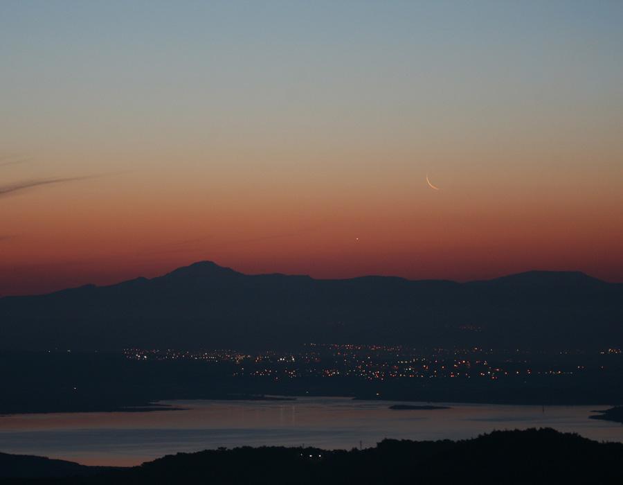 La Luna y Venus al amanecer