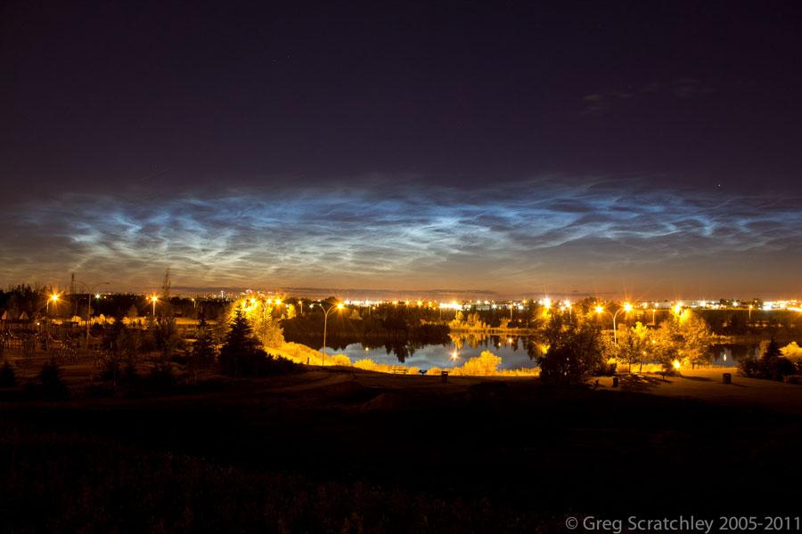 Nubes noctilucentes sobre Edmonton