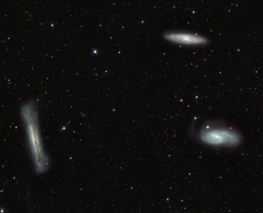 Galaxie Leo Triplet z VST