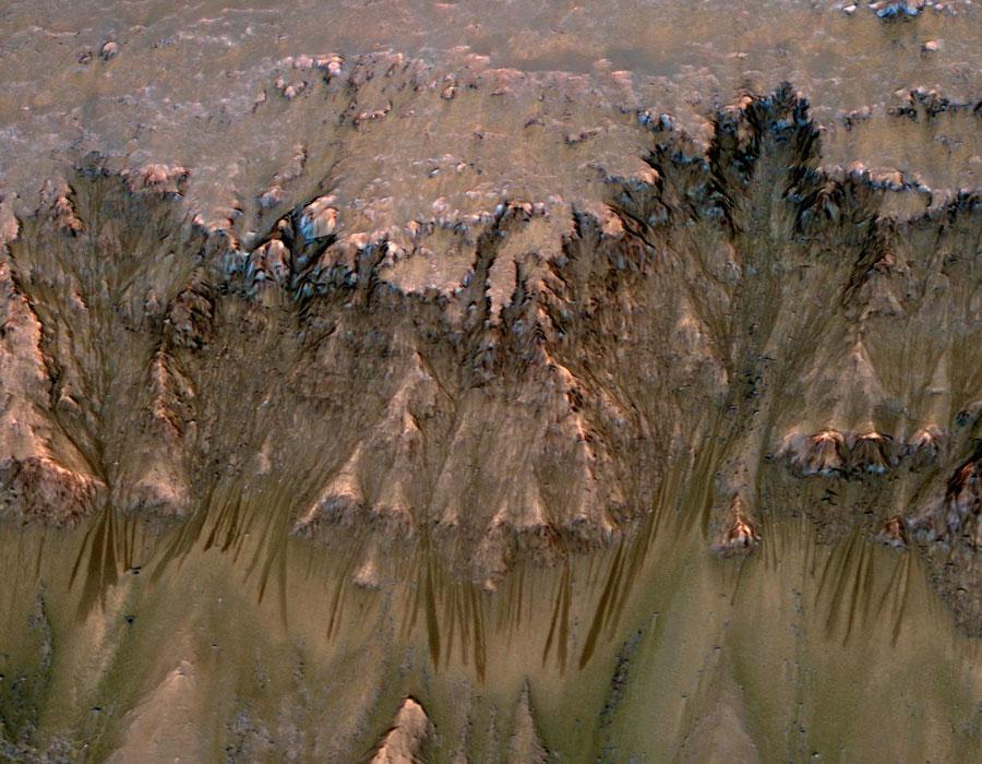 Rayas oscuras estacionales en Marte
