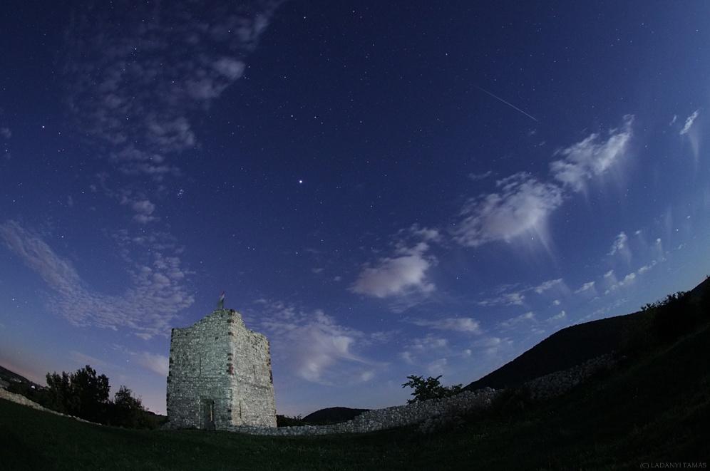 Castillo y Meteoro a la luz de la Luna
