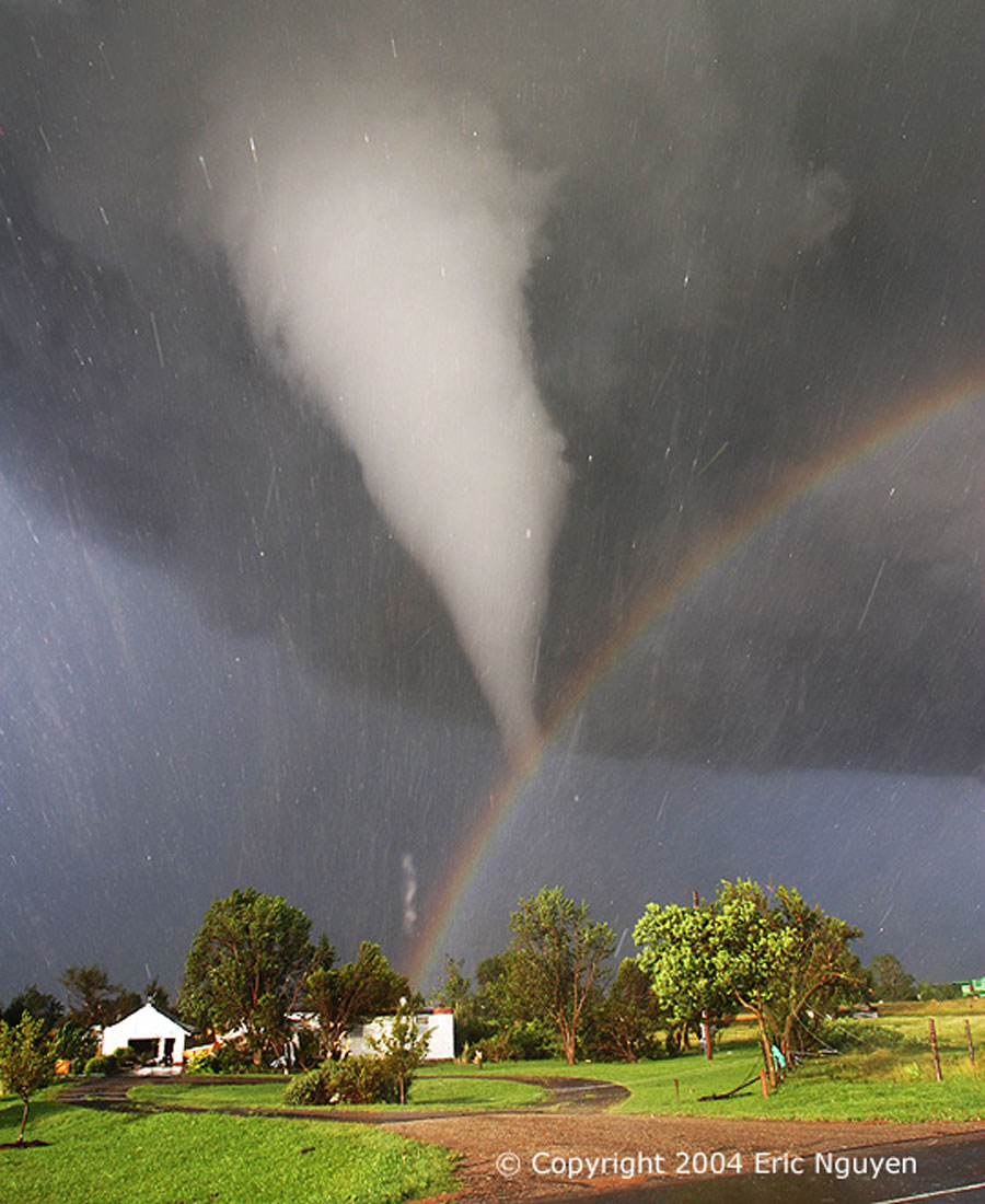 Tornado y Arcoiris sobre Kansas