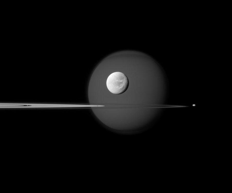 Dentro, a través y más allá de los anillos de Saturno