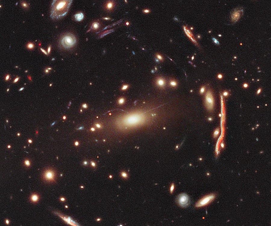 MACS 1206: un cúmulo de galaxias que actúa como lente gravitatoria