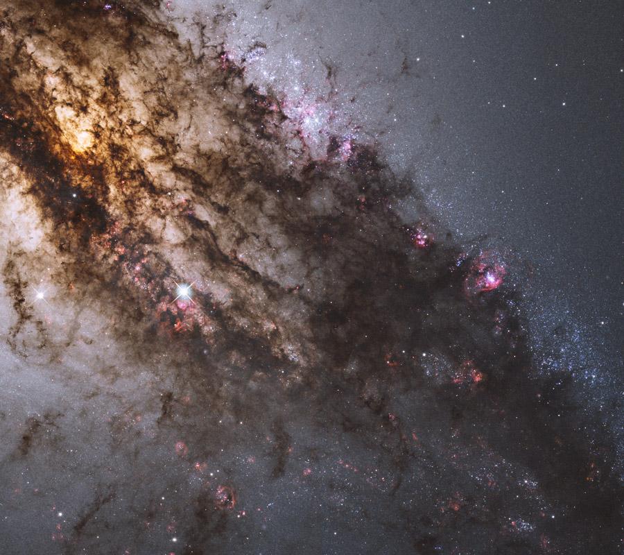 En el centro de Centaurus A