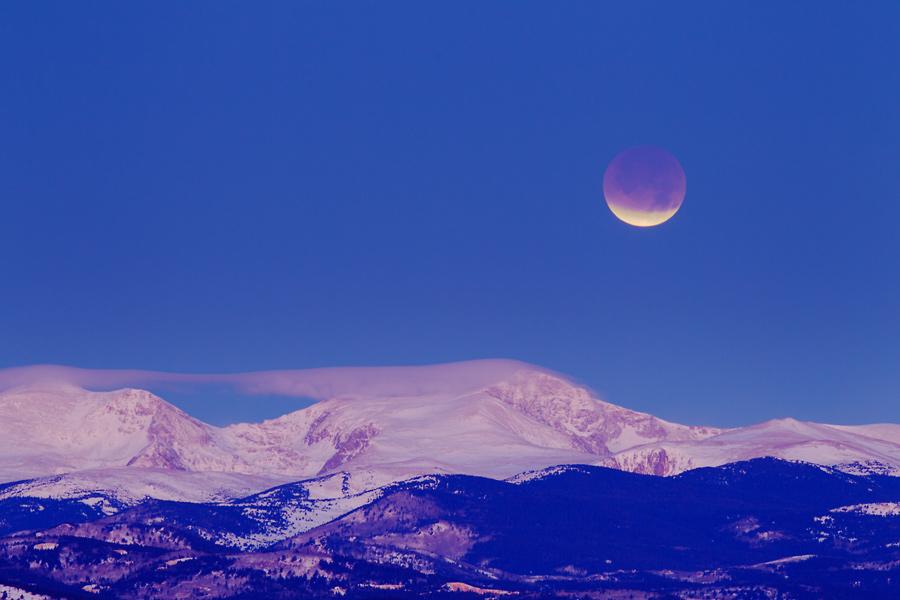 Luna eclipsada por la mañana