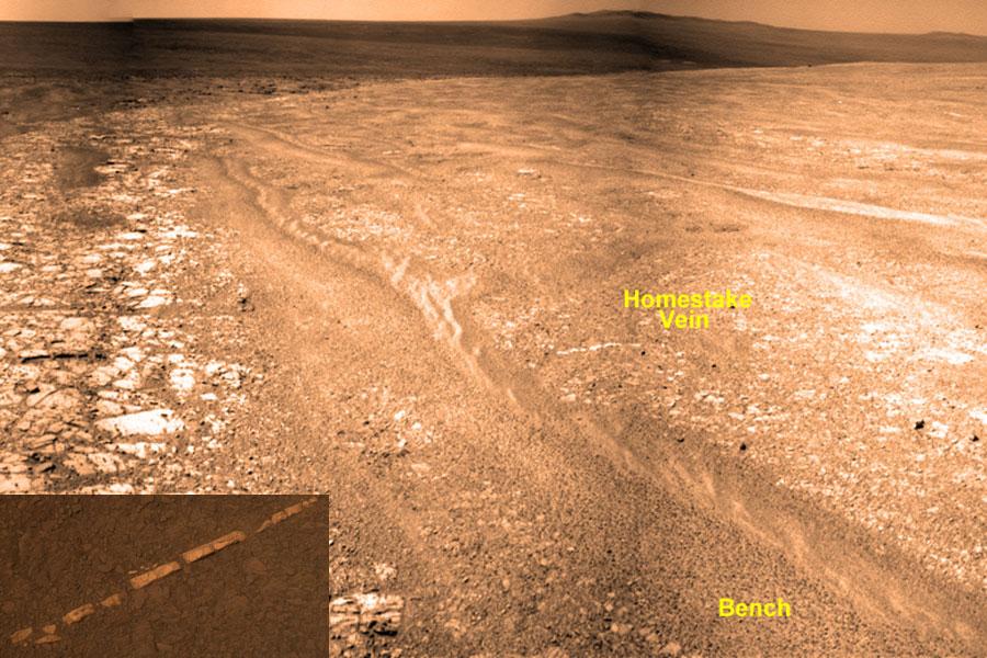 Una extraña veta de roca depositada en Marte
