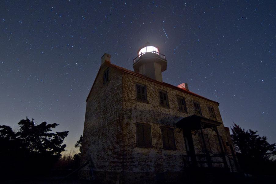 Faro y meteoro