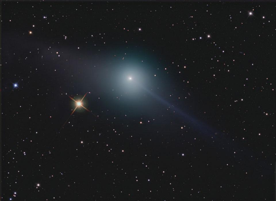 Las colas opuestas del cometa Garradd