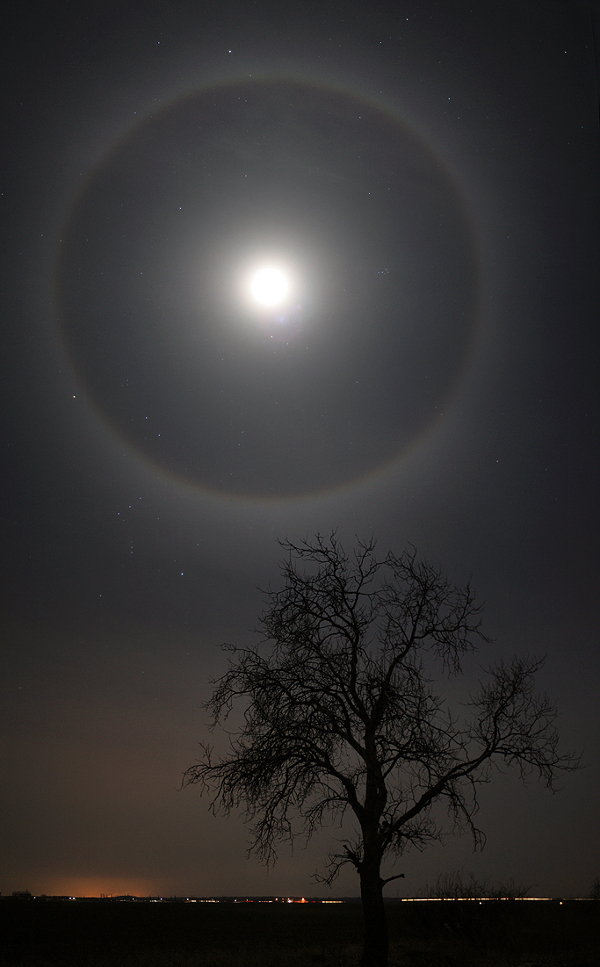 Un halo de la Luna de febrero