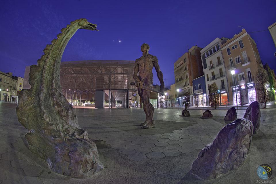 Luna y planetas sobre Cataluña