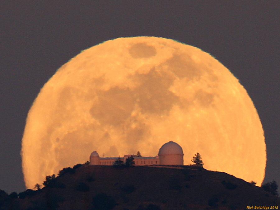 Salida de Luna en el observatorio Lick