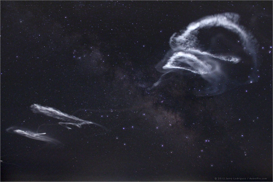 Rastros de cohetes en la Vía Lactea