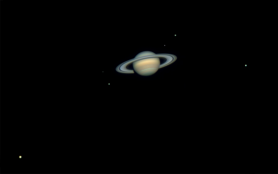Seis satélites de Saturno