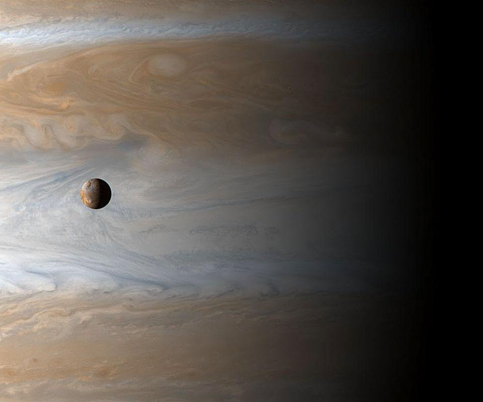 Io: una luna sobre Júpiter