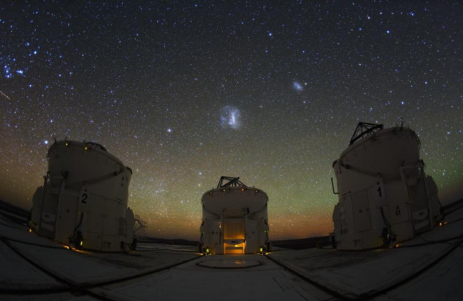 Tres telescopios auxiliares