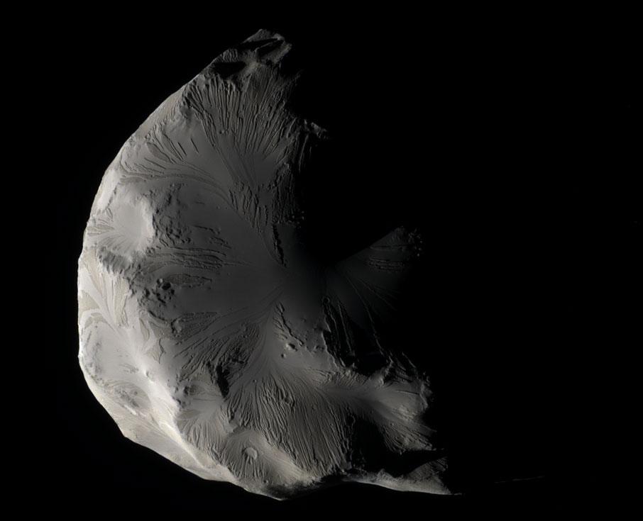 El satélite de Saturno Helene en color