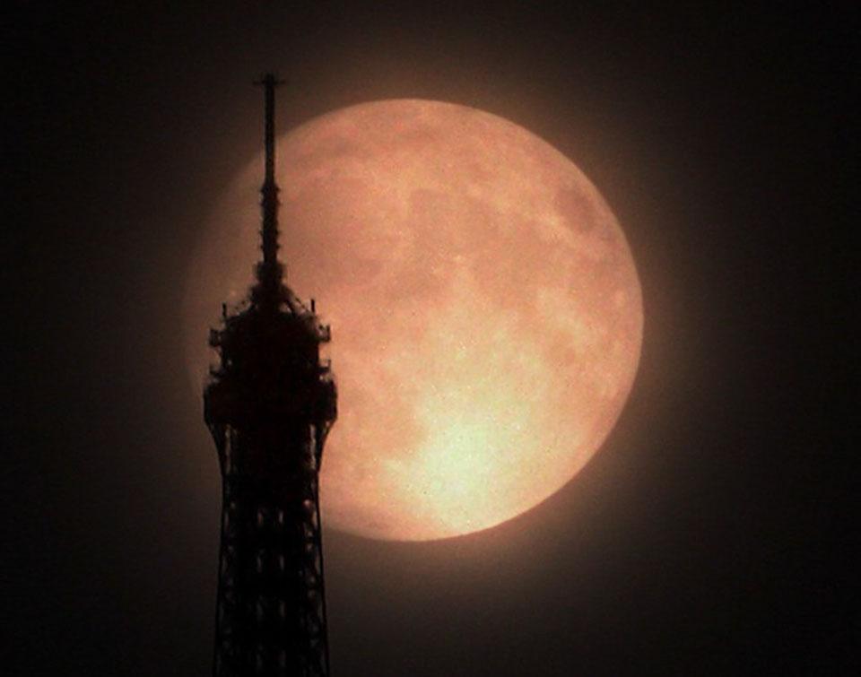 Superluna sobre París
