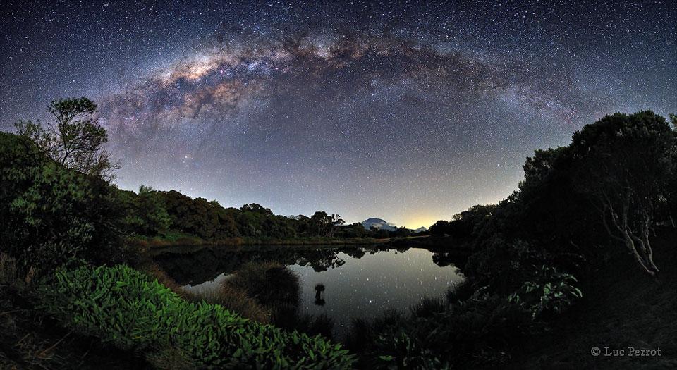 La Vía Láctea sobre Piton de l'Eau