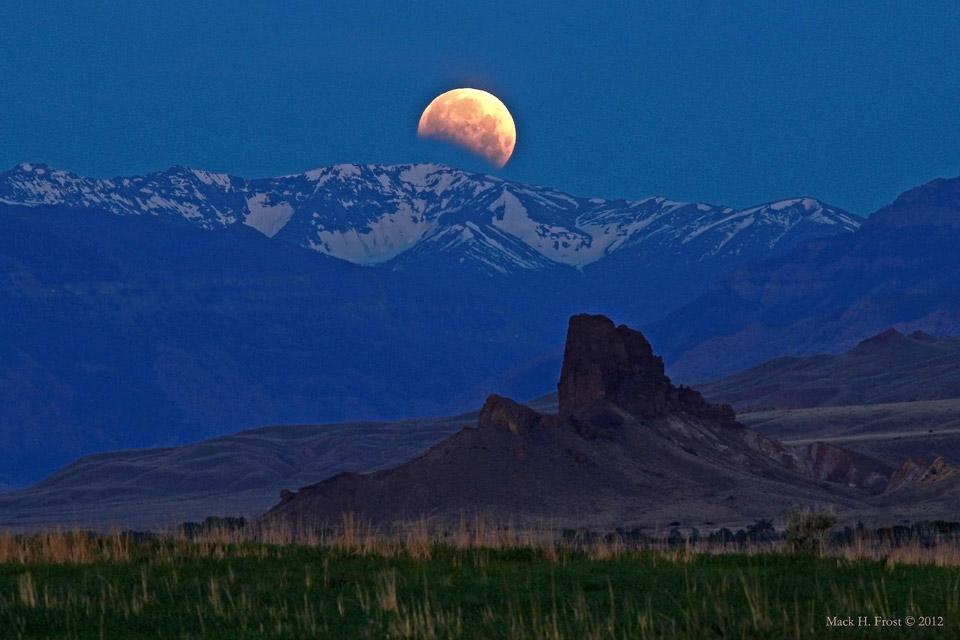 Luna eclipsada sobre Wyoming