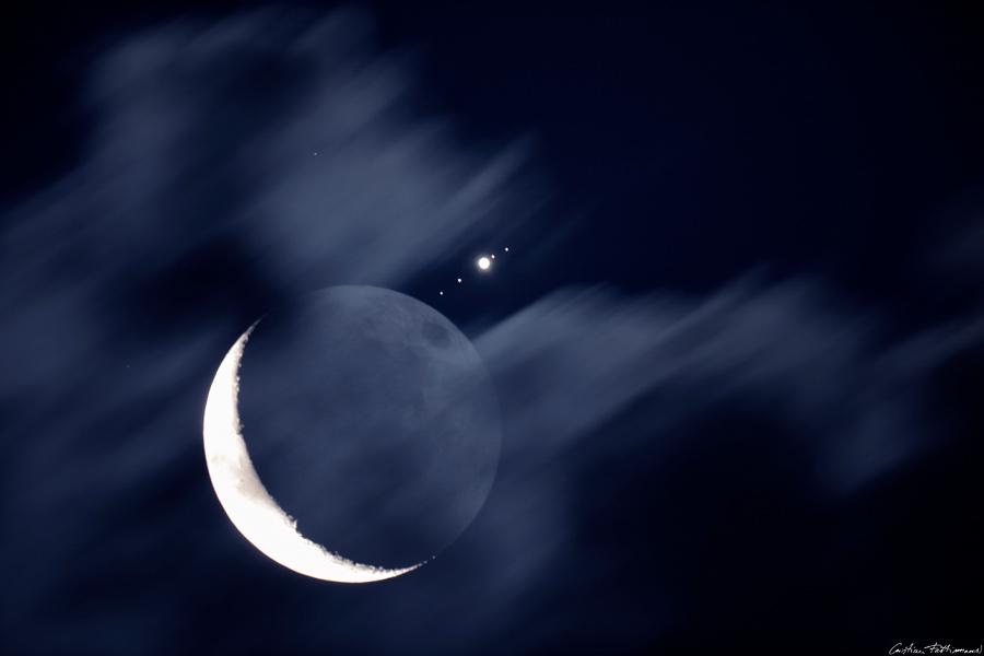 La Luna se reúne con Júpiter